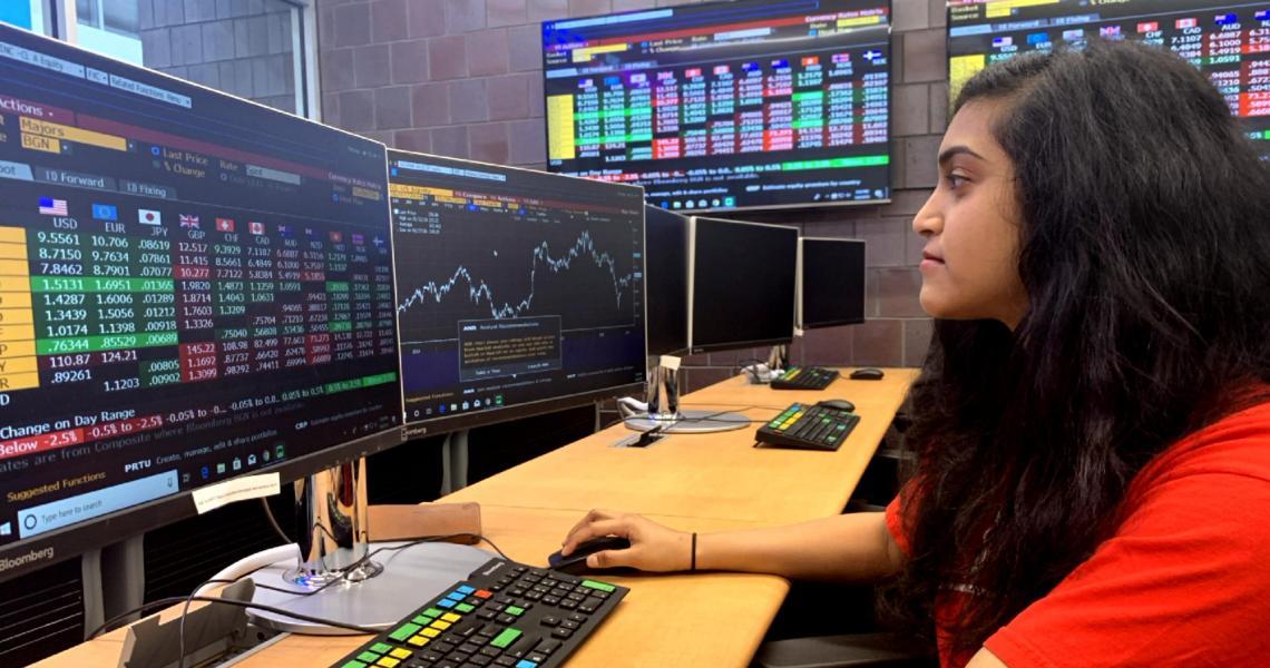 Priya Ravi in MTSM's Ray Cassetta Financial Analysis Lab