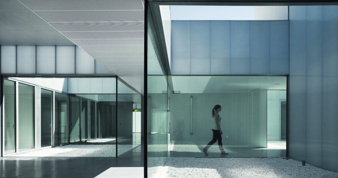 CMS Villaverde Public Healthcare Center in Madrid by estudio_entresitio