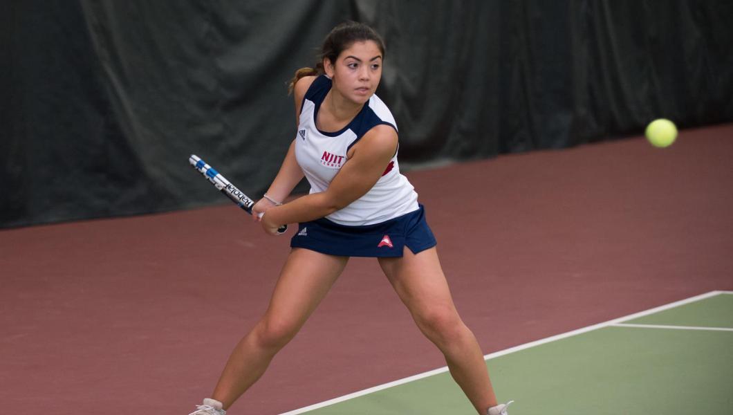 NJIT's Natacha Mincwon in straight sets