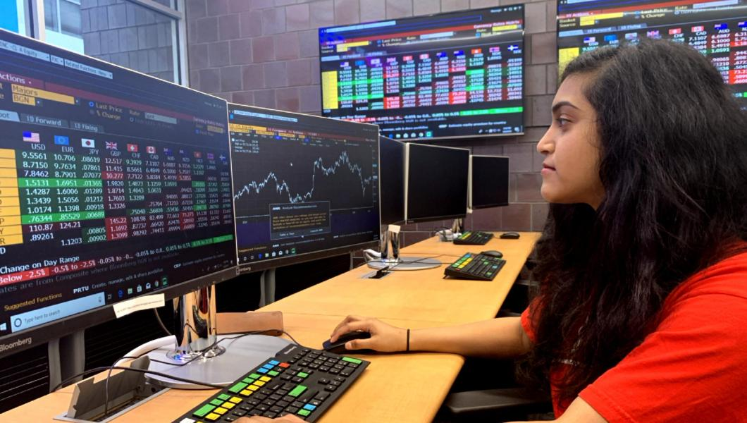 Priya Ravi in MTSM's Ray Cassetta Financial Analysis Lab