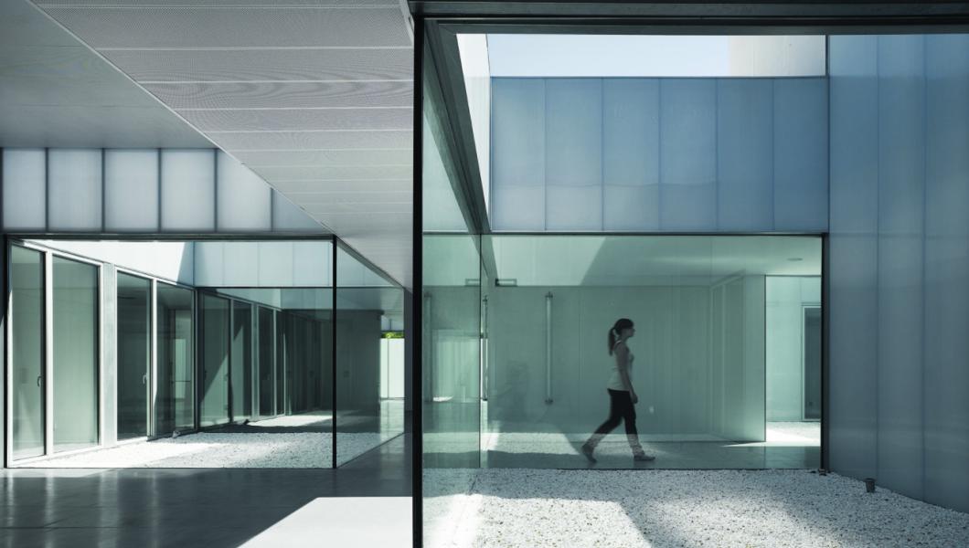 CMS Villaverde Public Healthcare Center in Madrid by estudio_entresitio