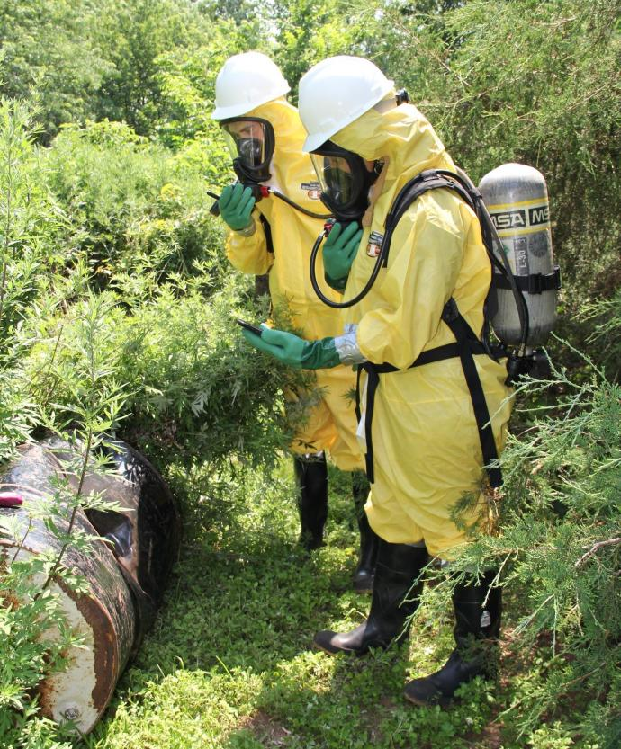 Emergency responders conduct chemical hazard localization and identification training using mobile, augmented reality technology developed with an NIEHS grant.